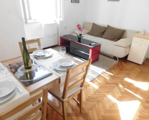 croatia-split-city-center-apartment-living-area